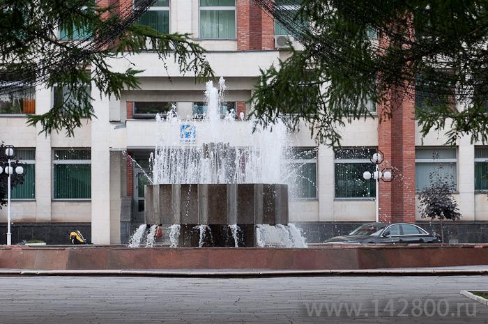 Фонтан возле администрации района